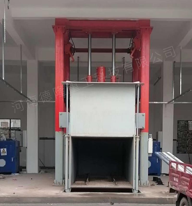 2020年6月份在四川地区安装的四柱式垃圾压缩站