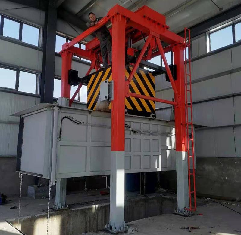 垂直式垃圾压缩机在内蒙古巴彦淖尔现场