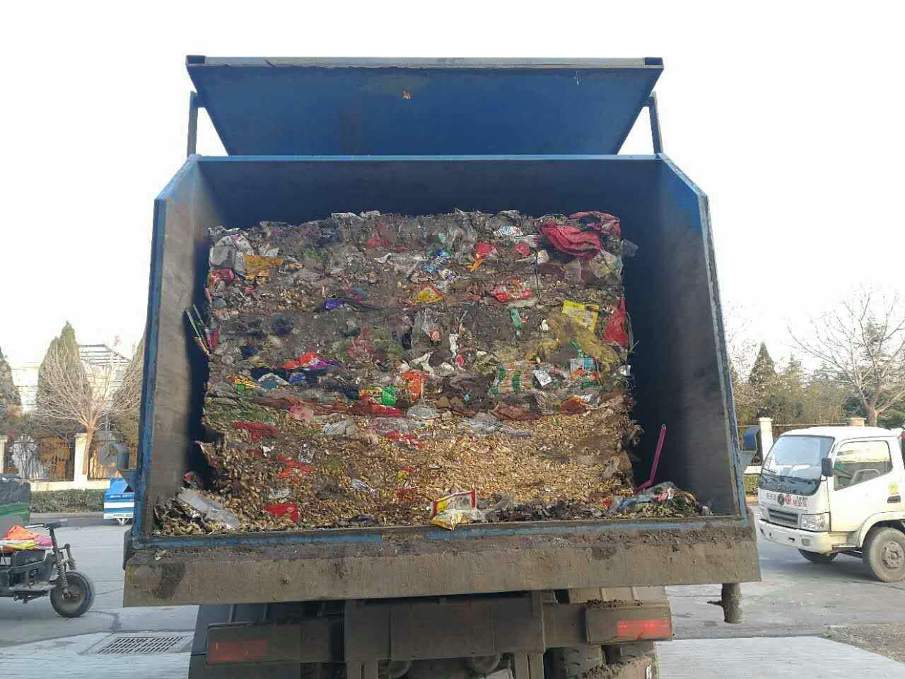 水平式垃圾压缩机压缩后的垃圾状态