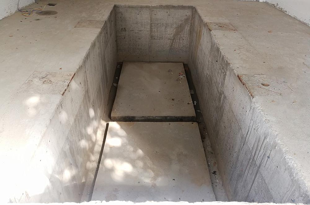 垂直式垃圾压缩设备基坑