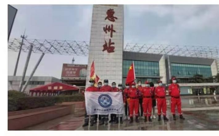 中华志愿者服务队积极参与2021年春运应急疏导工作