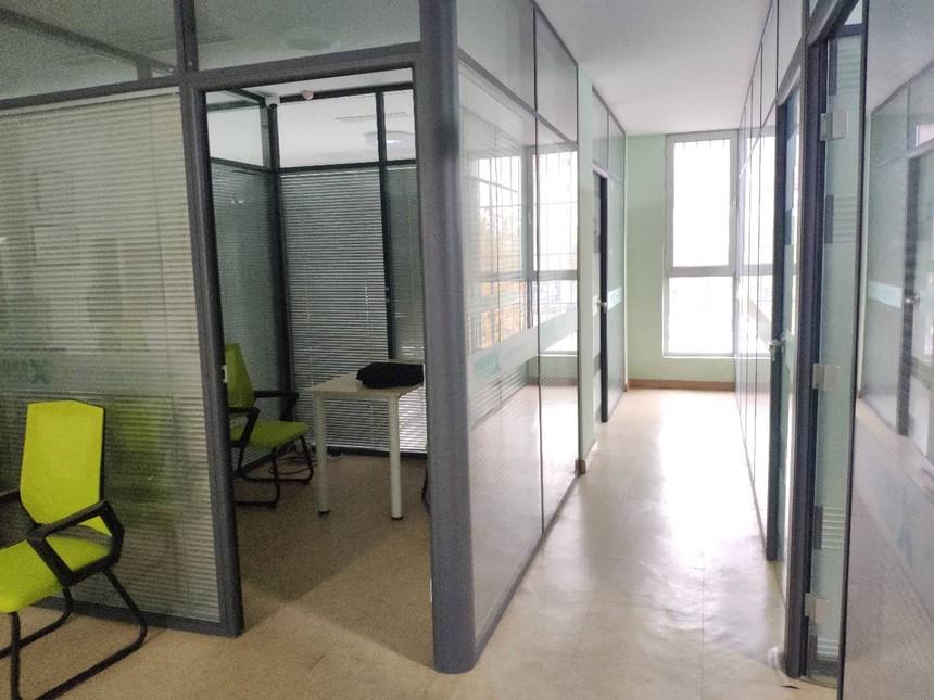 山东莱芜学校教室玻璃隔墙.jpg