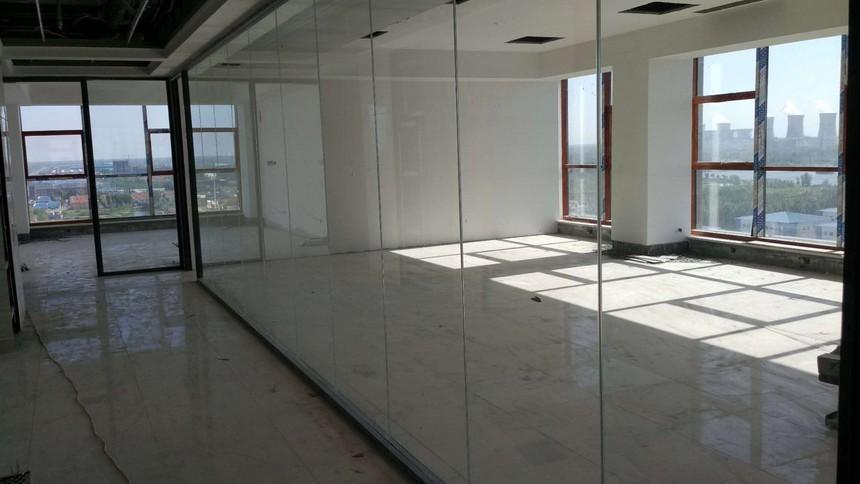 滨州创业工场玻璃隔断.jpg