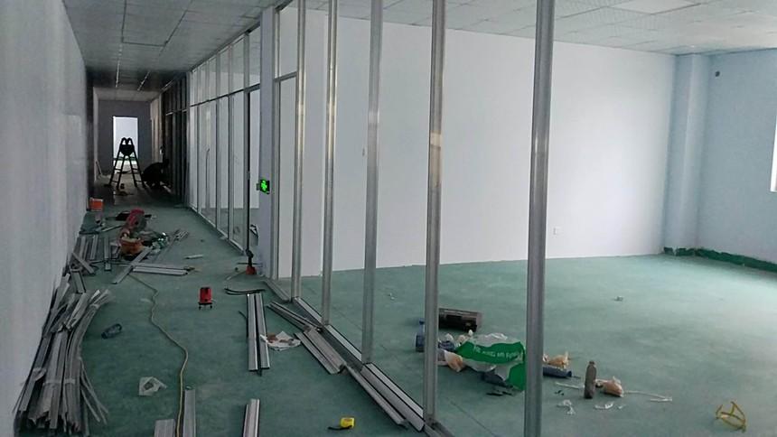济南玻璃隔断安装.jpg