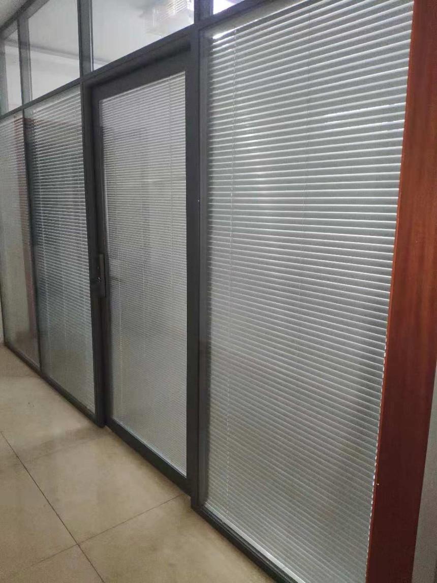 济南玻璃隔断,铝框百叶门