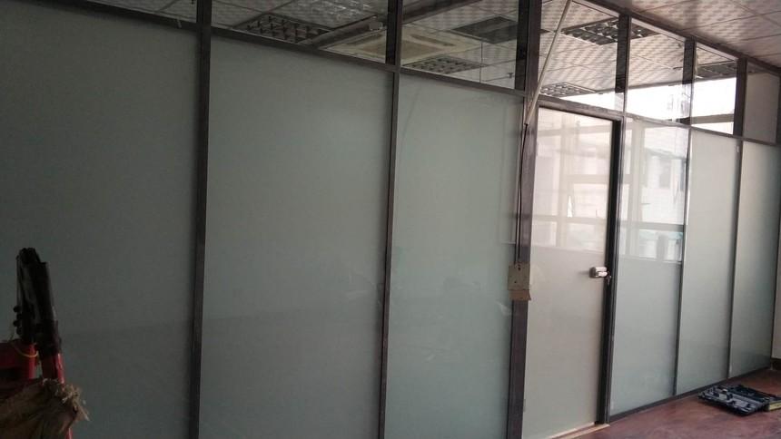 山东聚美隔墙双玻磨砂玻璃隔断 (1).jpg