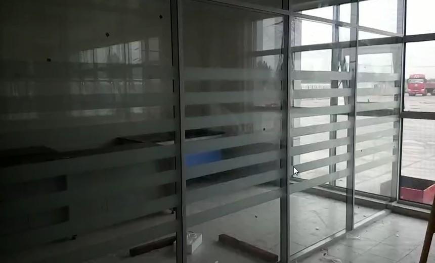 山东聚美隔墙双玻磨砂玻璃隔断 济南枫润大厦.jpg
