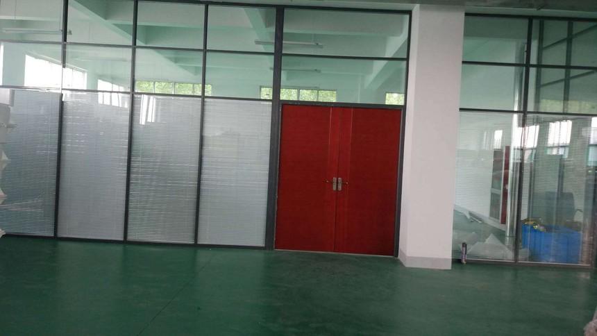 济南玻璃隔断墙.jpg