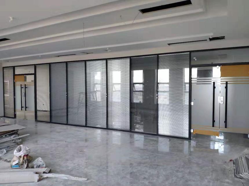 济南玻璃隔断安装,济南隔断墙