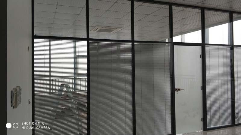 济南玻璃隔断厂家