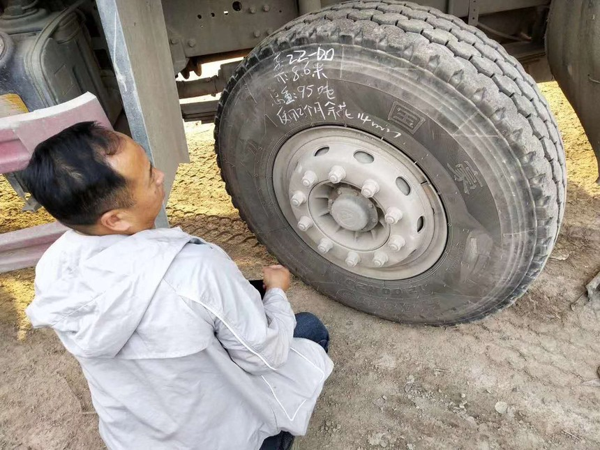 Huaantire's engineer checks tire's data
