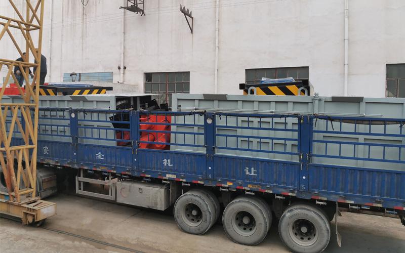 2台垂直式垃圾压缩站整装待发