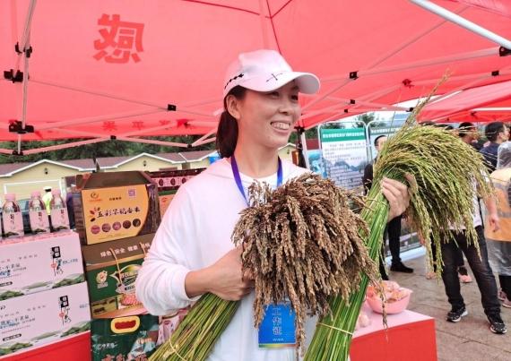 """亿万农民迎来第四个属于自己的节日——""""中国农民丰收节"""""""