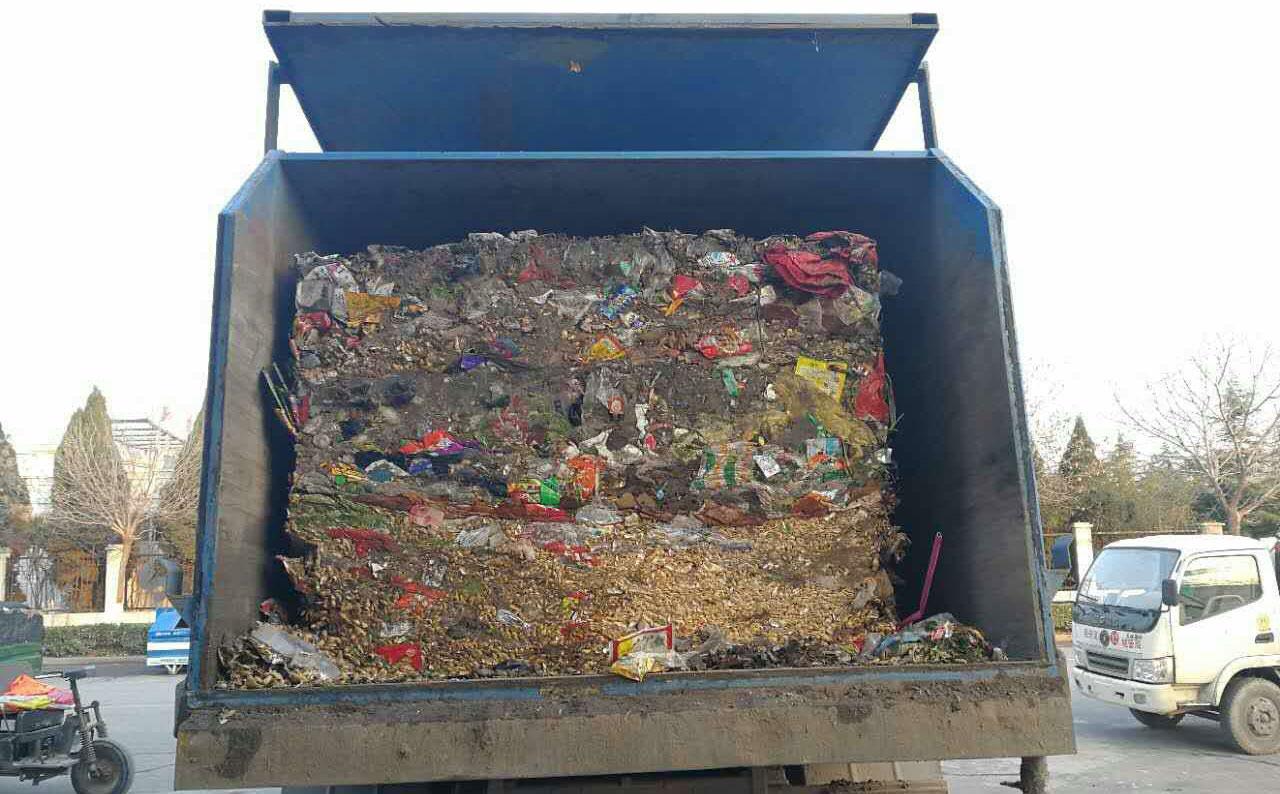 三缸四柱垂直式垃圾中转站压缩后的垃圾状态