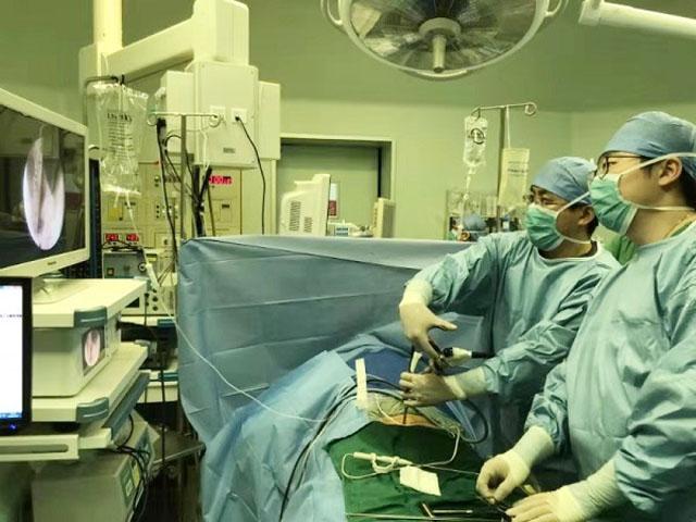 局部麻醉下全内镜下腰椎管减压术.jpg