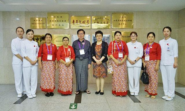 国际护理研讨会的参访团2.jpg