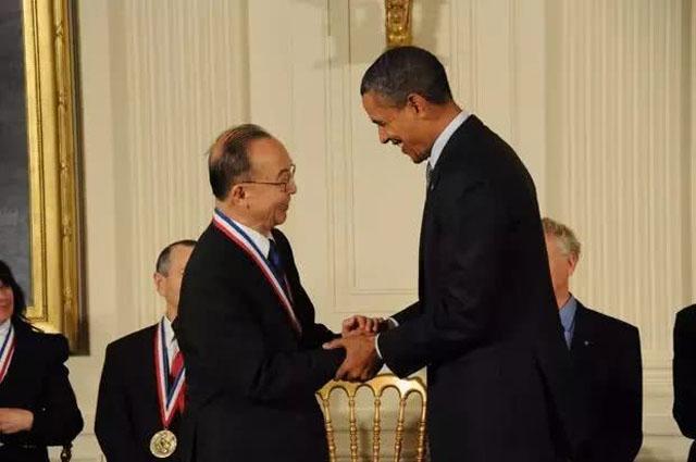 钱煦教授在2011年接受美国国家科学奖章.jpg