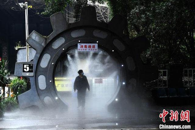自动喷雾消毒装置处的通道.jpg