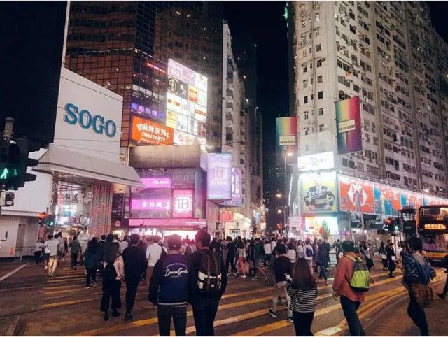 镜头下的昔日香港,疫情改变了很多年轻人的消费观.jpg