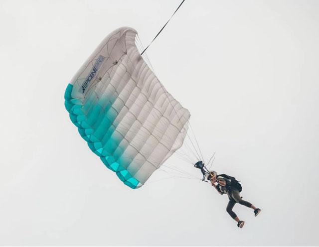 5月12日,安安在社交平台发了一张天门山试跳的照片.jpg