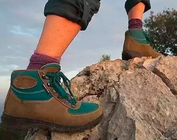 登山鞋.png