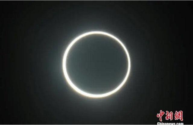在阿联酋阿布扎比的古城扎耶德拍摄到的日环食.jpg