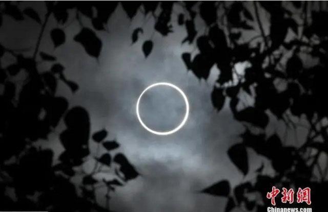 在印度南部泰米尔纳德邦的迪迪古尔市拍摄的日环食.jpg