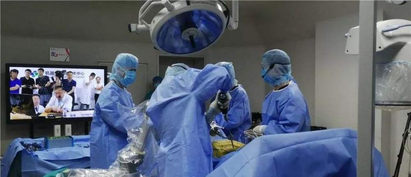 """""""妙手""""救治3000公里外病人——青岛成功实施5G+国产原研手术机器人超远程泌尿外科手术"""