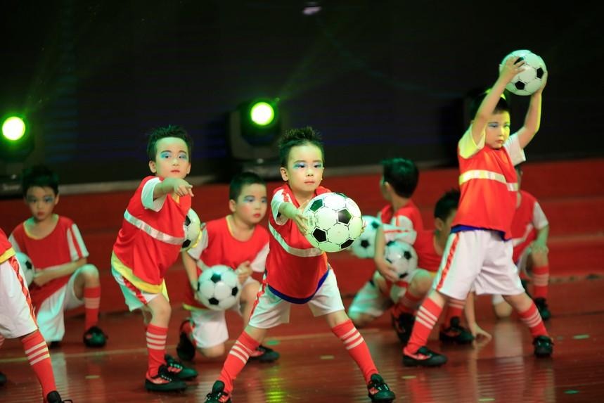 足球表演.JPG