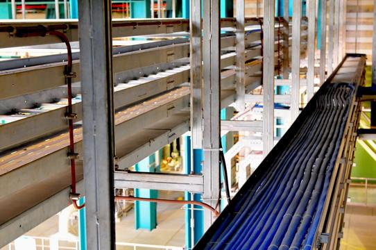 托盘式玻璃钢电缆桥架的选用要点