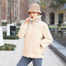 臻尚品2019冬新女皮毛一体羊羔颗粒绒短外套