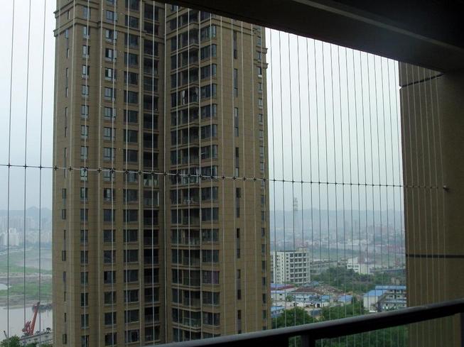 重庆隐形防护网3.png