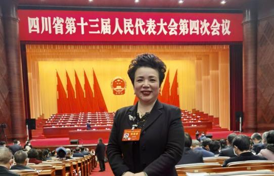省人大代表刘旭晴接受四川卫视采访,建言如何建设水运强省