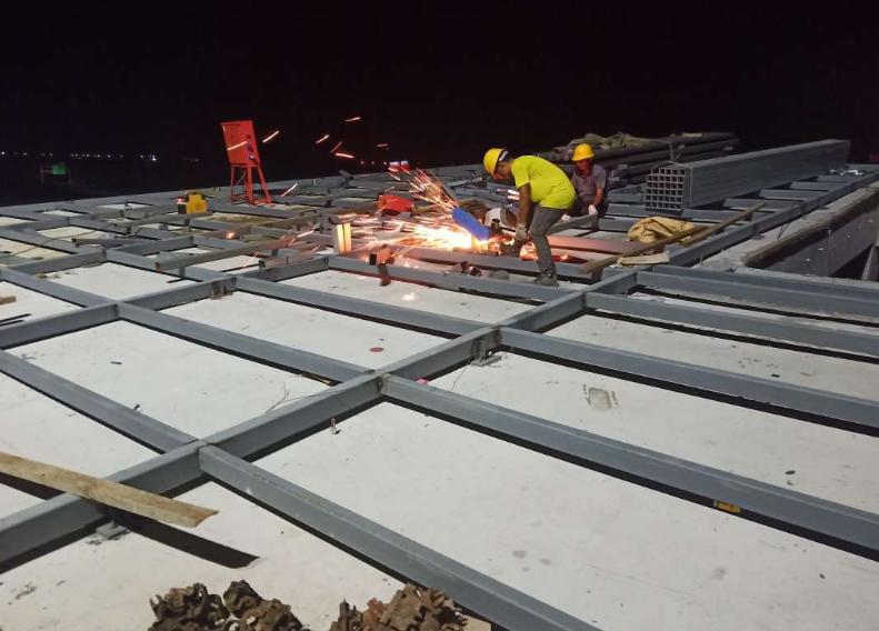 金属屋面施工方法