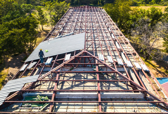金属屋面不同部位的防水施工