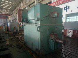某水泥厂YR710大型高压电机维修现场组图.jpg