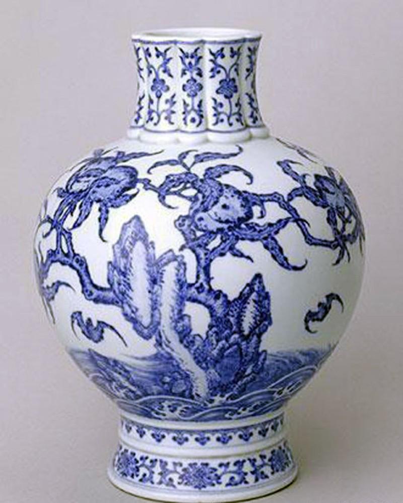 图3  绘于青花瓷上的奇石
