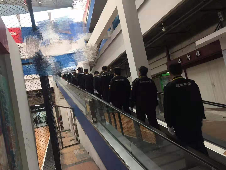 超市內部巡邏