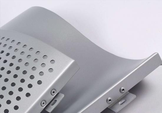 单曲氟碳铝单板.jpg