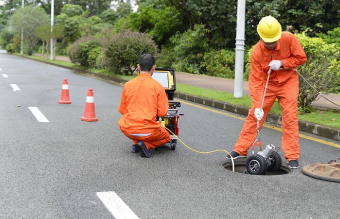 管道检测设备—CCTV管道检测机器人