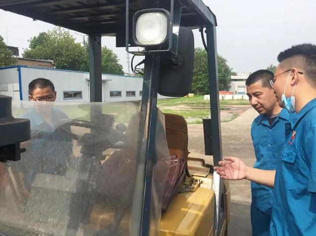 火炬能源公司组织叉车实操培训