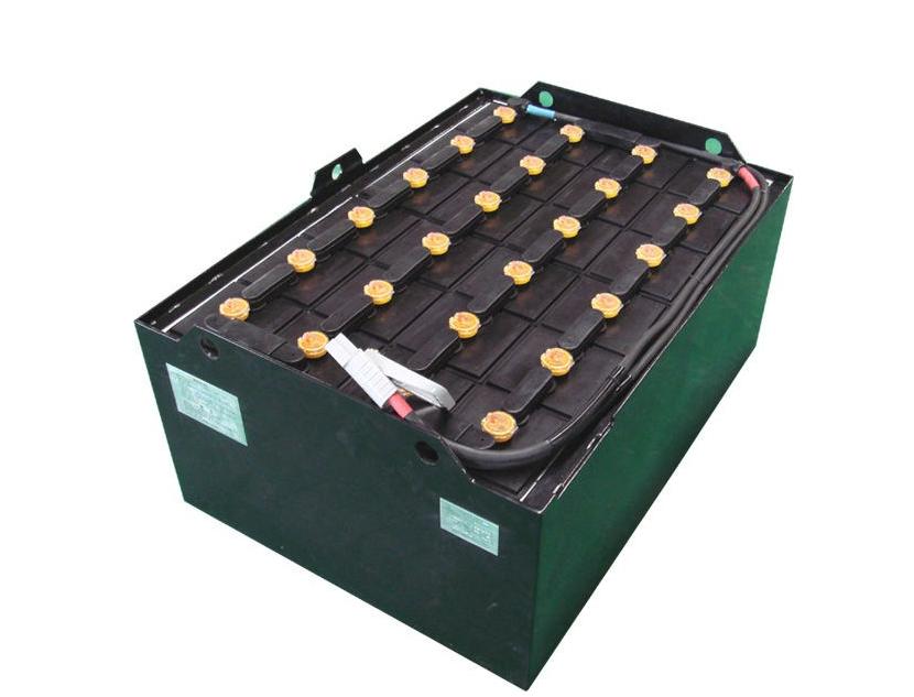 叉车蓄电池怎么加蒸馏水