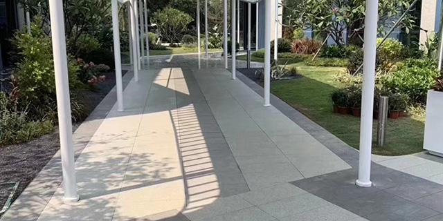 室外铺装选用石英砖!