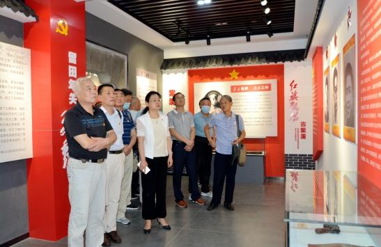 池州老年大学学员临时党支部赴棠溪革命历史纪念馆开展革命传统教育