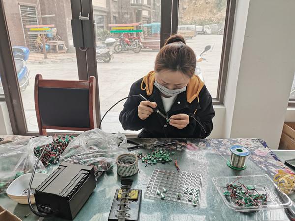 赤南镇社区工厂有序复工复产3.jpg