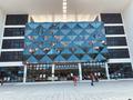 幸福新城旁的龙华艺术中心