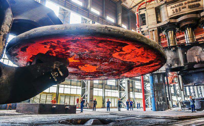 洛阳中泰成功锻造出大型石化领域专用加氢锻件