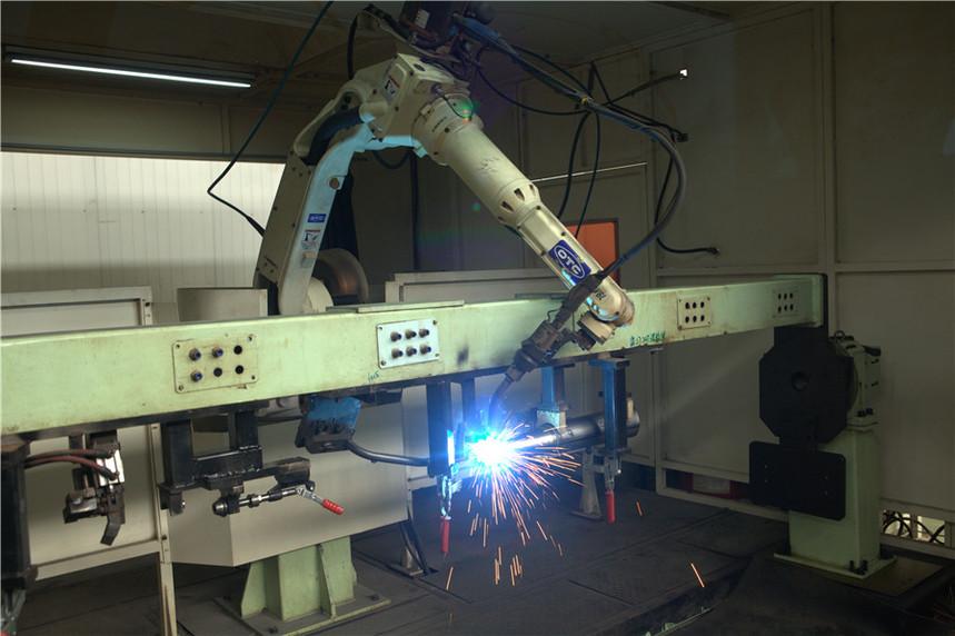 3、机器人焊接工作站(日本TOC V6L变位机).jpg