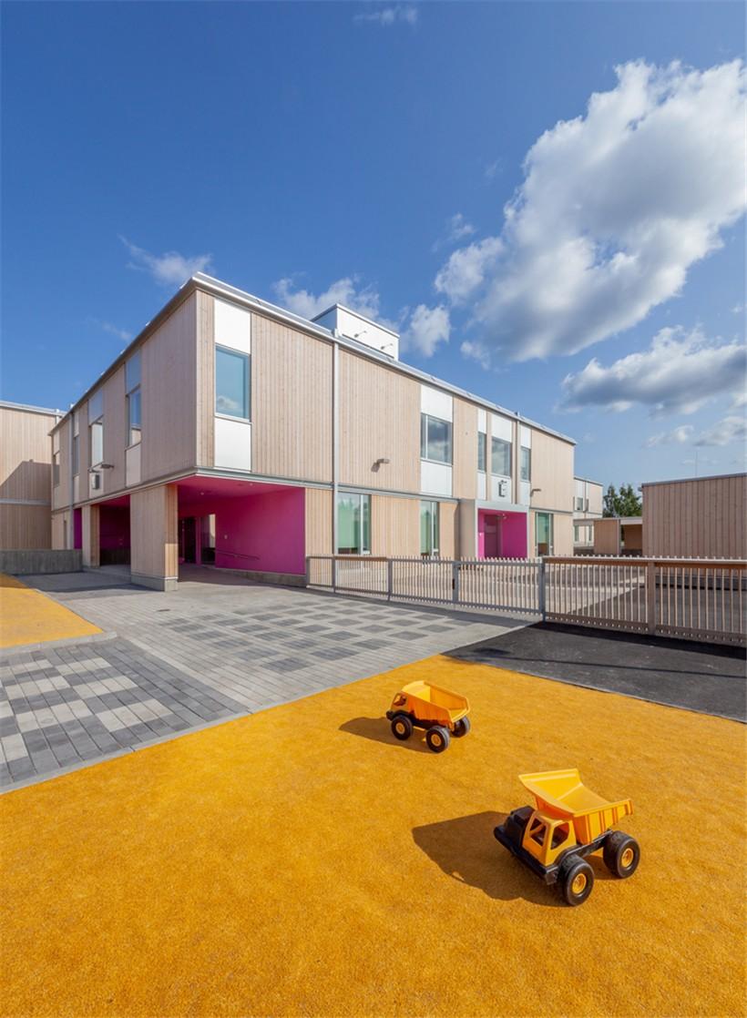 day_-_elementary_school_yard_02.jpg
