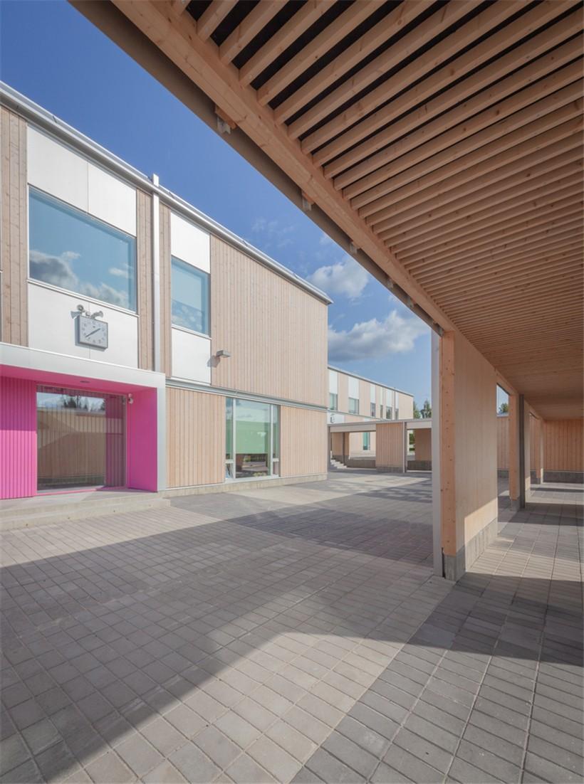 day_-_elementary_school_yard_03.jpg